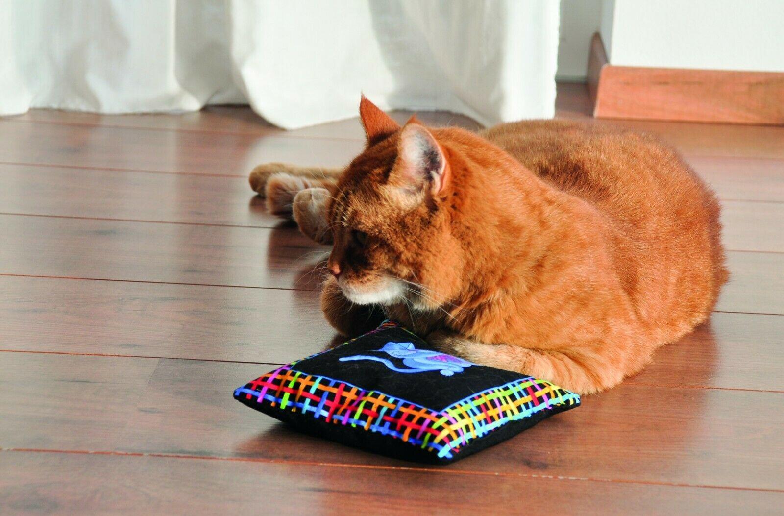 Aumüller Cool Cats Katzenspielkissen Luxusedition mit Baldrian, Katzenminze und Dinkelspelz 17x17x5cm
